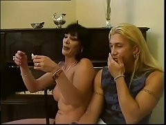 Not to be missed! A transsexual explains how to put a condom