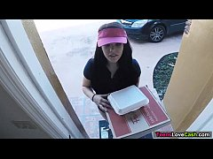 Kimber Woods delivers pizza and bangs customer ...