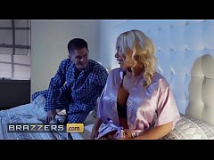 Blonde housewife (Nicolette Shea) cheats on her...