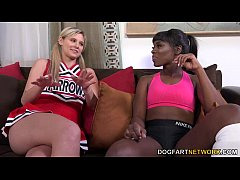 Clip sex Ana Foxxx And Scarlet Red Having An Interracial Lickfest