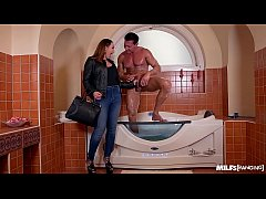 Milf Yasmin Scott gets her shaved wet pussy banged in & outside the bathtub