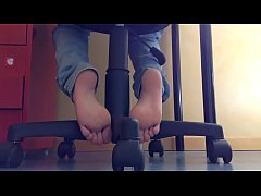 Cams4free.net - Candid Student Footplay When St...