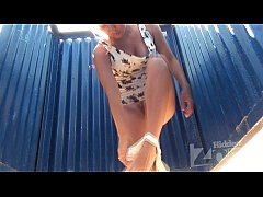 Clip sex Girl with hairy cunt in the beach cabin.