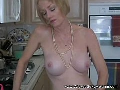 Amateur Mom Teases To...
