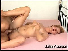 Housewife fucked by a Casting-Man
