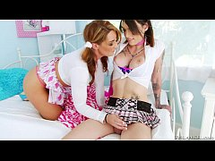 Savannah Fox squirts on TS Chelsea Marie