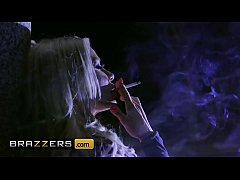 Sexy Milf (Keiran Lee) Tricks (Robbin Banx) To Fuck Her - Brazzers