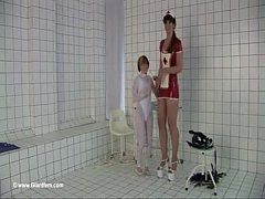Tall girl play with short girl