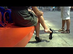 Cams4free.net - A Pointy Heel Dangle Bare Feet