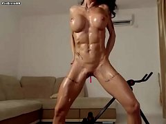 Shredded Cam Girl Showing Her Sexy Muscles