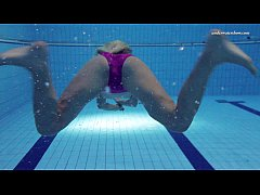 thumb hot elena sh ows what she can do under water