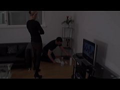Slaves geht humiliated to Housemaids by dominan...