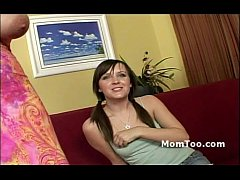 Clip sex Huge tits all natural mommy and petite teen daughter show off their goodies