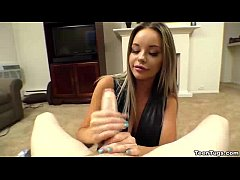 teen-Super hot teen POV handjob