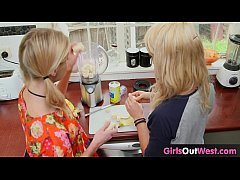 Clip sex Slim blonde lesbian babes lick each other in the kitchen