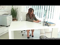 Well rounded milfs Riona and Ria take a masturb...
