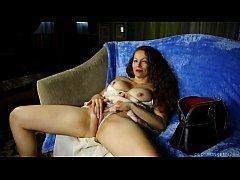 Clip sex Sexy mature woman with nice big tits fucks her soaking wet pussy