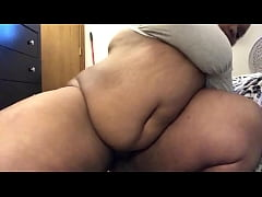 SEXY BBW SEDUCES THE CAMERA WITH HER FAT WET PU...