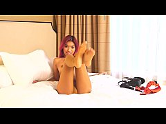 Skinny pink-haired Asian princess wears sexy pa...