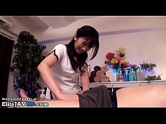 Clip sex Japanese beauty gives incredible massage