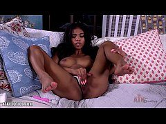 Nia Nacci rubs her delicious pink for you