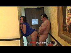 Pizza delivery guy fucked with housewife www.pornosafado.net