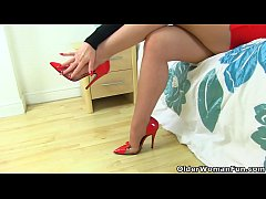 Clip sex English milf Red finger fucks her pantyhosed fanny