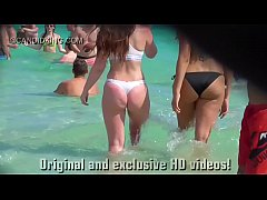 Clip sex Must see teen PAWG in a thong bikini on the beach in public!