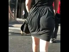 Clip sex booty eating up her dress