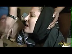 Algerian Muslim wife in...