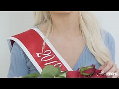 This blonde beauty shows us why she deserves her crown