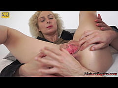 Sexy young big busty MILF Kaylea Tocnell gets h...