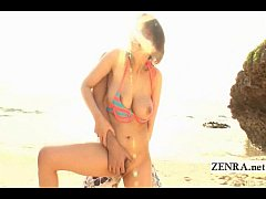 Subtitled Japanese uncensored cunnilingus at the beach