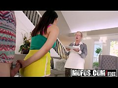 Mofos - I Know That Girl - Valentina Nappi Shows Her Thick Ass
