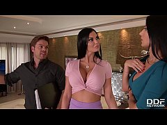 Clip sex Realtor gets to bang leggy babes Jasmine Jae & Ania Kinski until he cums