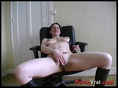 Classy lady gets fucked by a worker! French amateur