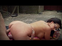 Big Boobs Emma Butt´s Titty Fuck in the Garden with Glasses & High Heels on