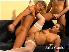 Clip sex Three men fucked a housewife