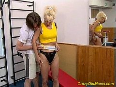 Crazy old blonde mom fucked