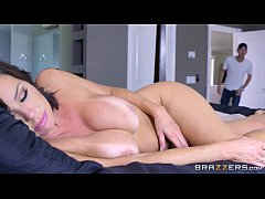 thumb brazzers   veronica avluv   mom got boobs
