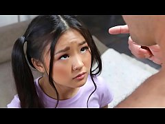 Clip sex Tiny asian schoolgirl gets caught messing around - teen porn