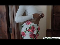 Clip sex Ebony teen sneaks on her bro and fucked