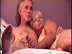 JACKING ME OFF ON THE BED THEN I FUCK HER SHE SUCK MY COCK