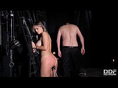 Clip sex Submissive hottie Vittoria Dolce gets her tight asshole filled in BDSM porn