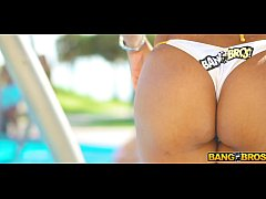 BANGBROS - Sexy Babes Showering In South Beach To Rinse Off Sand