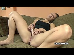 Brunette babe Nicci Taylor uses a toy to make herself cum