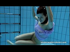 Clip sex Aneta shows her gorgeous body underwater