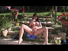 Maria Bellucci Waters The Flowers And Strokes H...