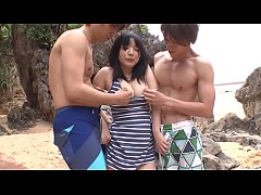Clip sex Subtitled uncensored JAV threesome at the beach