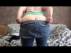 Mom in front of the webcam seduces a stranger a...